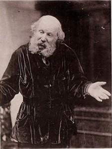 Homme dubitatif. Photographie noir-blanc