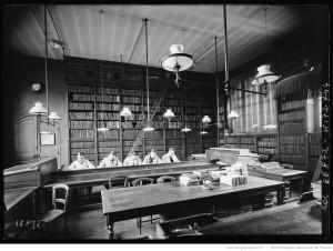1921, Institut national agronomique Paris, 16 rue Claude Bernard, 5e arrondissement, intérieur, étudiants dans la bibliothèque : [photographie de presse] / [Agence Rol] : Source gallica.fr